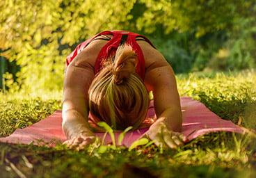 Atelier yoga run durant les vacances d'été au domaine du lac de soursac - corrèze