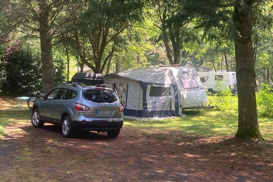 Galerie photo du Domaine du lac de Soursac : emplacement tente