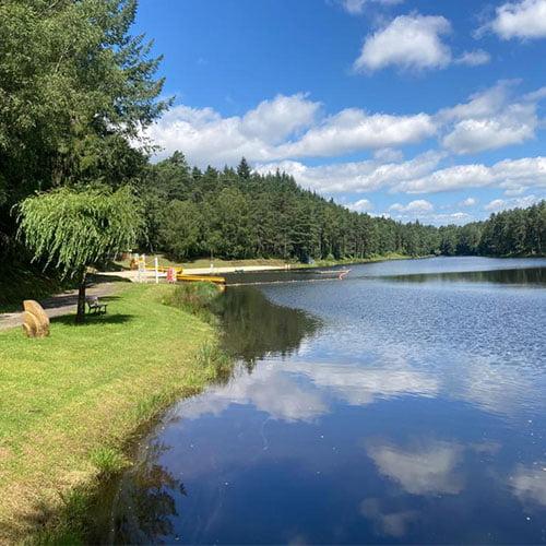 Partir en groupe en Corrèze au Domaine du lac de soursac et séjourner face au lac du pont aubert